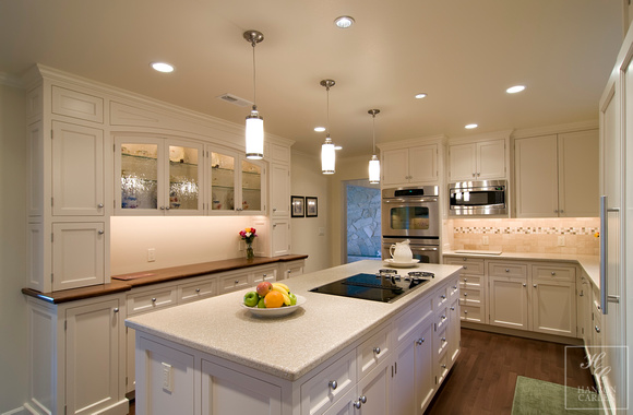 ELEGANT WHITE OLD WORLD SHAKER STYLE KITCHEN CABINETS